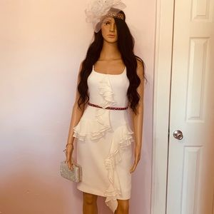 Auth Oscar de la Renta Off White ruffles dress.